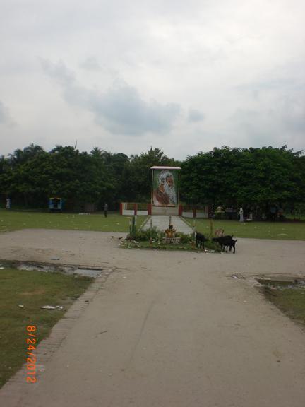 Ground in the graveyard of Lalan Shah, Kustia (1)